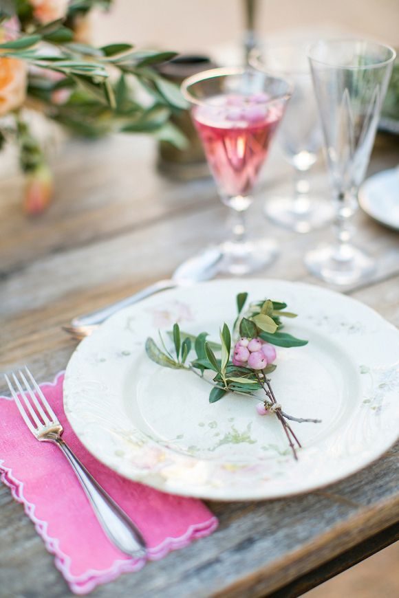 Florals: Pepe von Strudel - Rustic Mediterranean Wedding Inspiration by Esther from Belle & Chic, Laura from Fueron Felices + Anneli Marinovich (Photography) - via Magnolia Rouge
