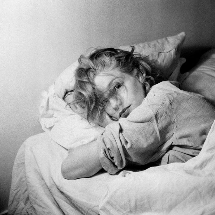 Simone Signoret, 1951, photo by Serge Lido
