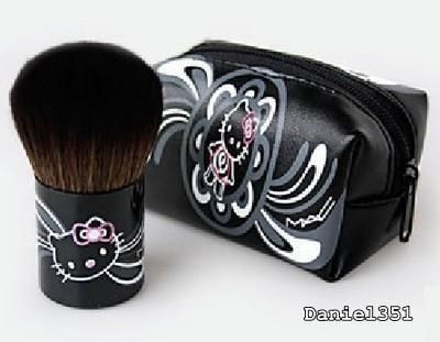 Hello Kitty Kabuki Brush/Bag