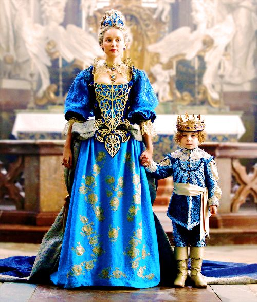 The Queen regent with her son Louis XIV in S03E10