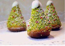 Zobacz zdjęcie Na 6 ciastek:  Na ciasto:  3 jajka  szczypta soli  75 g cukru  100g mielonych migd...