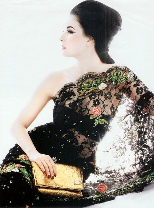 Dita Von Teese in a black lace sari ?