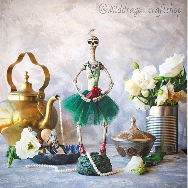 Тут некоторые наезжают на меня по поводу чрезмерной мрачности моих фоточек, так вот вам светленького сюра в ленту;))) #collectibletoys #collectibledoll #handmade #ballet #polymerclay #polymerclaydesign #heart #brokenheart #shebbychic #etsy #etsyshop #etsyseller #dolls #skull #skeleton #etsybuyers    #Regram via @wilddrago_craftshop