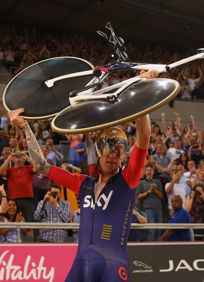 Bradley Wiggins celebrates breaking the UCI Hour Record at Lee Valley Velopark Velodrome in London. (Getty Images Sport)