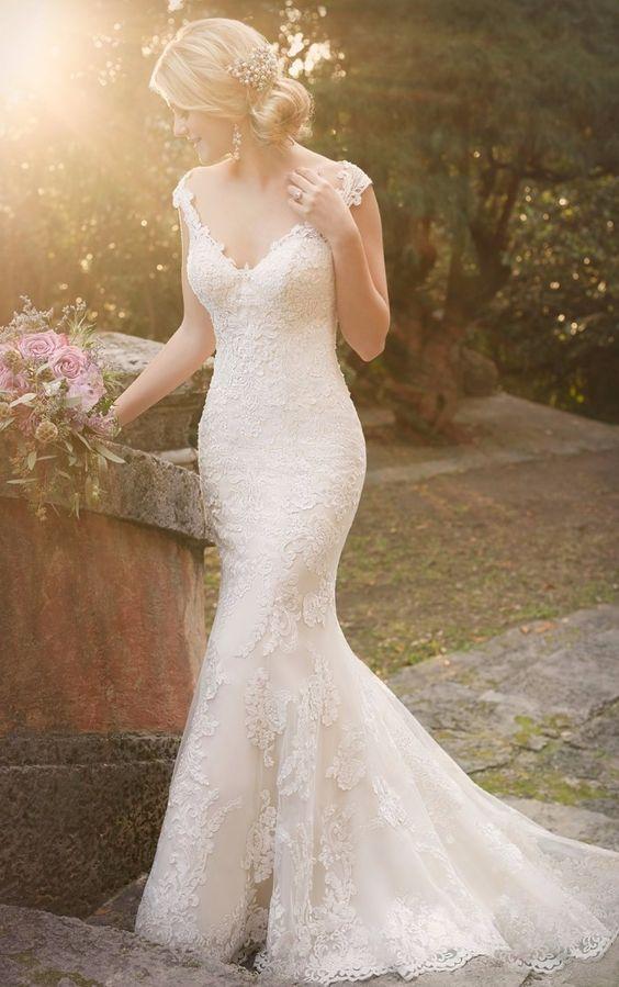 No nosso primeiro dia de postagem especial de noivas, vamos direto ao assunto mais importante: VESTIDOS!!!    Tipo sereia com decote V     ...
