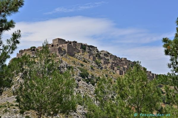 The castle on the hill, Anavatos village