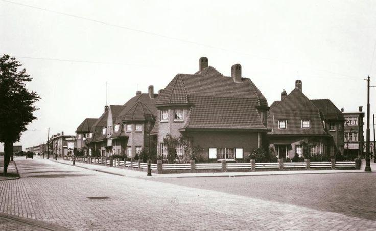 De Laan Van Meerdervoort op het gedeelte tussen de Vogelkerstraat en de Magnoliastraat in de jaren '30