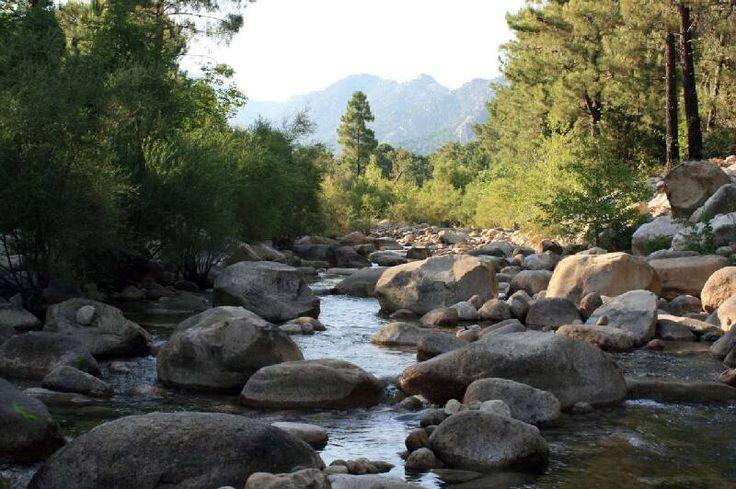 Corsica - Fleuves et Rivières - L'Oso (l'Osu, en corse) fleuve de la Corse-du-Sud et se jette dans la mer Tyrrhénienne.La longueur de son cours d'eau est de 23,4 km. Dans sa partie haute, l'Oso s'appelle le ruisseau de Piscia di Gallu et sur la commune source Zonza, le ruisseau del Petra Piana. Il prend sa source à 1 km au nord-est du Punta di u Diamante (1 227 m), à l'altitude 980 m, dans la forêt territoriale de l'Ospedale.