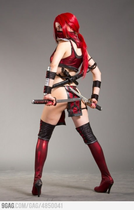 Scarlet in Mortal Combat Cosplay