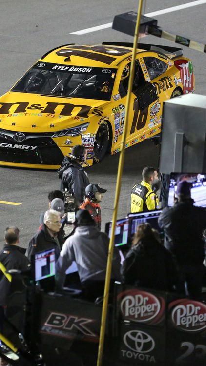 DAYTONA 500 QUALIFYING:     Kyle Busch heads down pit row to Victory Lane after winning the second of the twin qualifying races for the Daytona 500, at Daytona International Speedway, in Daytona Beach, Fla., Thursday night, February 18, 2016. (Joe Burbank/Orlando Sentinel)