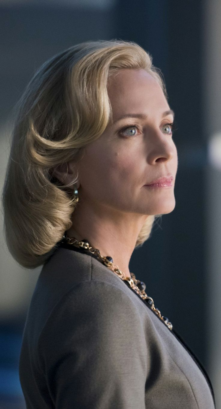 "Arrow - 2x18 - ""Deathstroke"" - Susanna Thompson as Moira Queen"