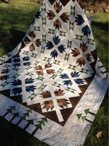 Log Cabin Quilter - quilting by Renee Sauve I love Bear Paw and I love the subtle texture the colors give.