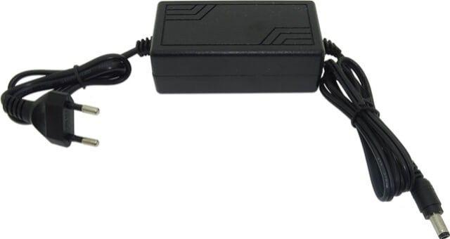 Sursa de alimentare 24W cu stecher pentru banda LED de 12V este un sistem practic de utilizat. Produsul are carcasa din plastic si permite o conexiune simplificata intre banda LED 12V si sursa de alimentare.