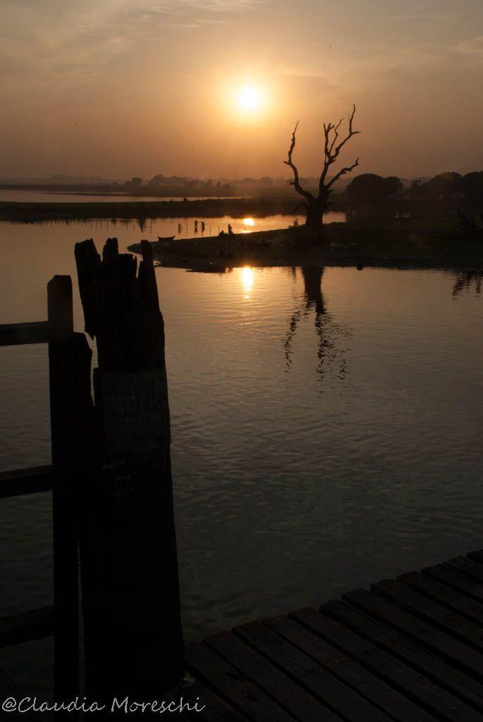 U-Bein bridge, Myanmar   http://www.travelstories.it/2016/01/itinerario-viaggio-2-settimane-myanmar.html  #Myanmar #Burma #travelling #travels #southeastasia #Burmese #travelstories #travelblogger #Ubeinbridge #sunset #bridges