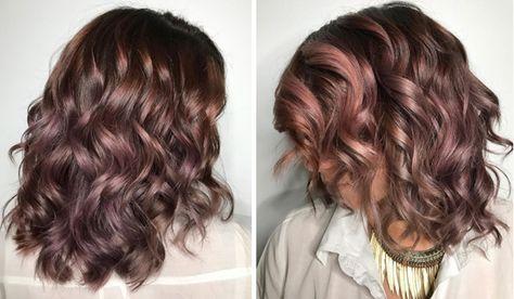 Un castano caldo iridato dalle sfumature malva: si chiama chocolate mauve ed è il colore di capelli cult del 2017. Scopri la tendenza capelli più cool dell'autunno inverno!