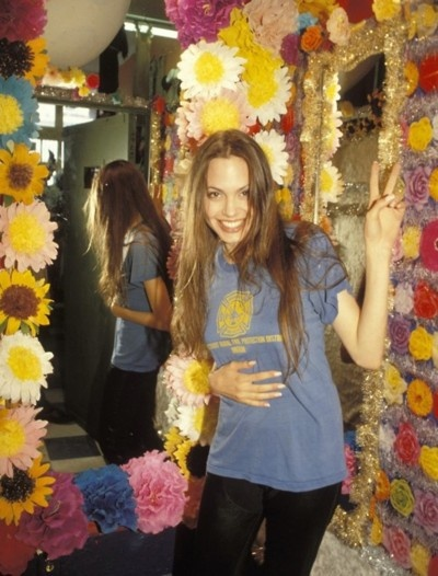 young Angelina Jolie was a babe kill me