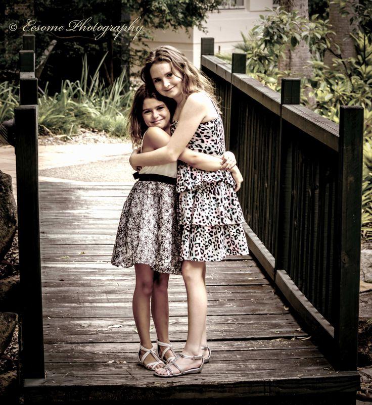 Eesome Photography Girls sisters hug