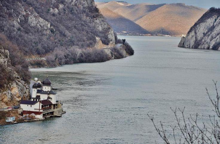 Железные ворота на Дунае, огромная голова Децебала и тайна пятиметрового яйца (Сербия, Румыния): puerrtto