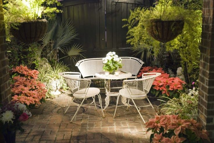 25 Ideas de diseños rústicos para decorar el patio con pérgolas, piedra, muebles de mimbre, lámparas, tapetes, para darle un toque rústico y bohemio a tu patio