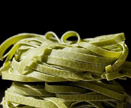 Un piatto facile e genuino, reso particolare dai tagliolini verdi.