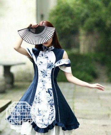 Stunning qi lolita dress with gorgeous design and cute frills.