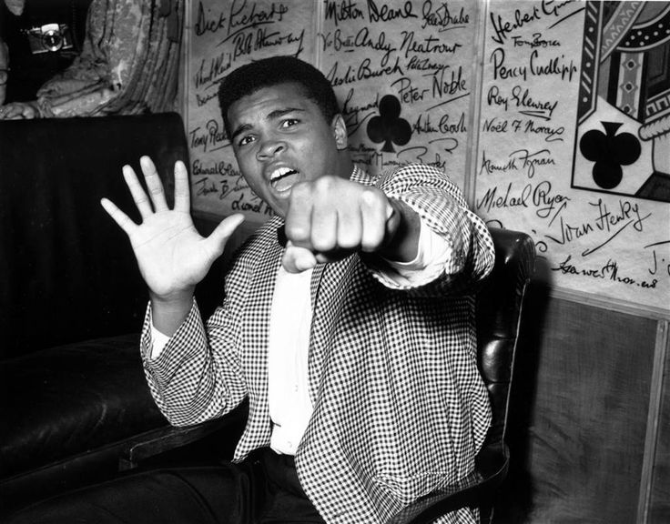 A supremely confident Clay holds up five fingers in a prediction of how many rounds it will take him to knock out British boxer Henry Cooper on May 27, 1963. Kent Gavin / Keystone via Getty Images