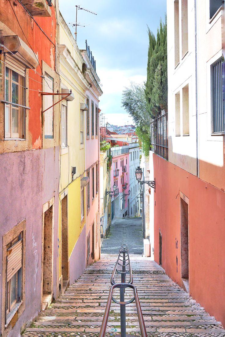 Coucou vous, Il y a quelques semaines déjà, avec Anne, on a eu envie d'une petite virée entre copines :Ni une ni deux,nos billets étaient bookés et notre Airbnb réservé, direction Lisbonne! J'avais tellement hâte de vousmontrer les photos de …