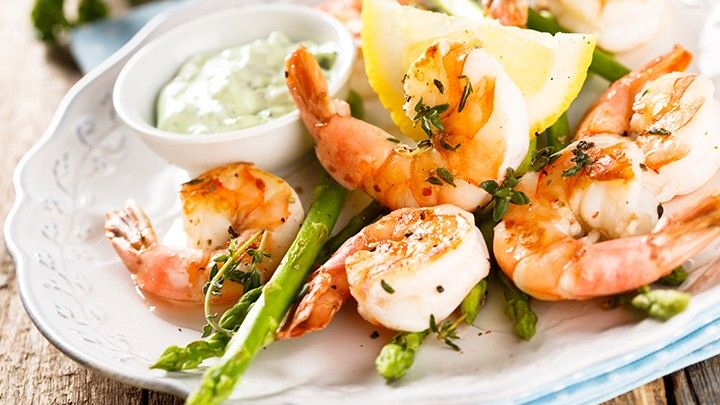 Chris Powell's Grilled Shrimp Pasta With Asparagus | The Dr. Oz Show