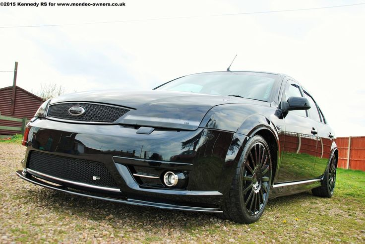 Black Ford Mondeo ST mk3 in dark version