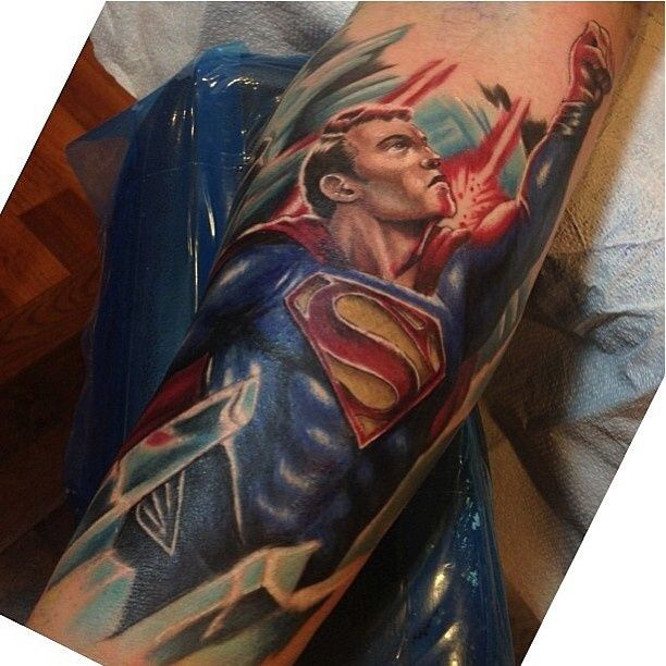 tattoo superman sur le bras tatouage superman pinterest tattoos and body art superman and. Black Bedroom Furniture Sets. Home Design Ideas
