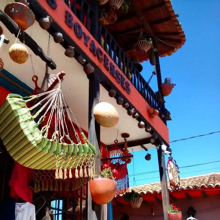 #colombia #raquira #boyaca #hammock #hammocklife #bluesky #handcraft #artesanias #tourism #town #village #igersbogota #ig_bogota_ #ig_colombia #igboys #loves_bogota #loves_colombia by @koot89