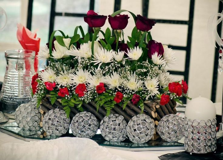 #wedding #country #love #décor #event #wedding #table #decor #red #white #roses www.jades.co.za/