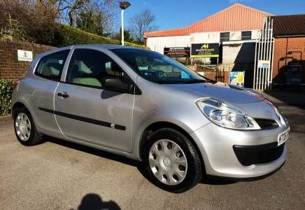 Renault Clio 1.4 Expression Price - £2695  Low mileage and full service history with low tax and low insurance makes this an ideal first car. Loverly to drive and very Economical.
