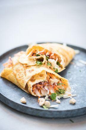 Als je zoekt naar een egg rolls recept, vind je recepten voor loempia's uit de frituur. Maar het kan ook anders: met echt ei. En dat is onze egg roll, een dun gebakken omelet rol gevuld met lekkers. Ik heb een healthy egg roll bedacht, gevuld met wortel en witte kool en hij smaakt superlekker!...Lees verder