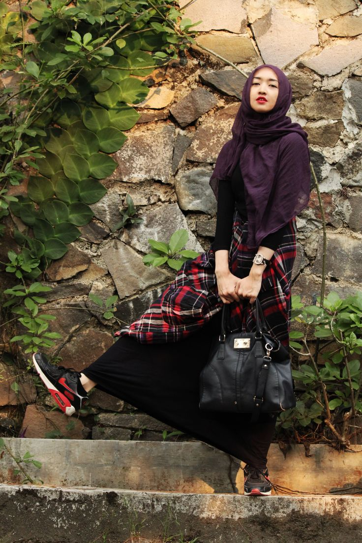 shawl, black long dress, tartan shirt, nike air max, bag
