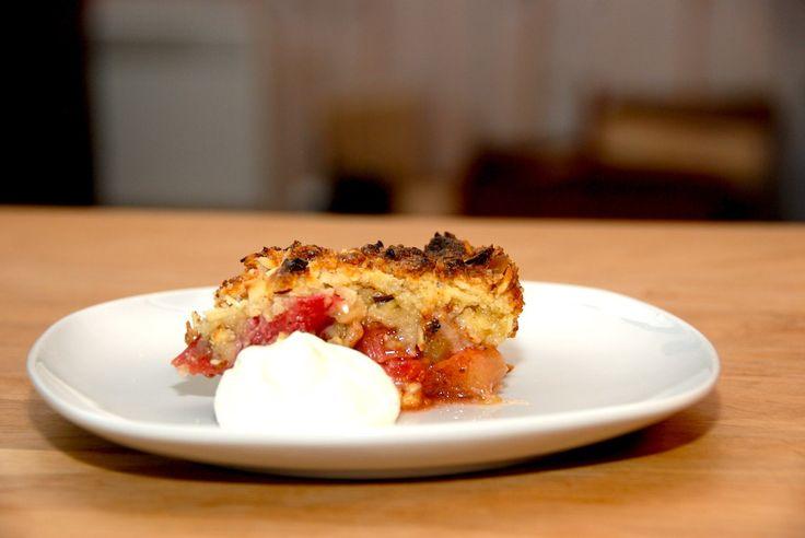Opskrift på verdens bedste rabarbertærte, der bages med en lækker smuldredej. Tærten laves i en springform, og bliver super lækker. Verdens bedste rabarbertærte er her bagt med frosne rabarber, da …