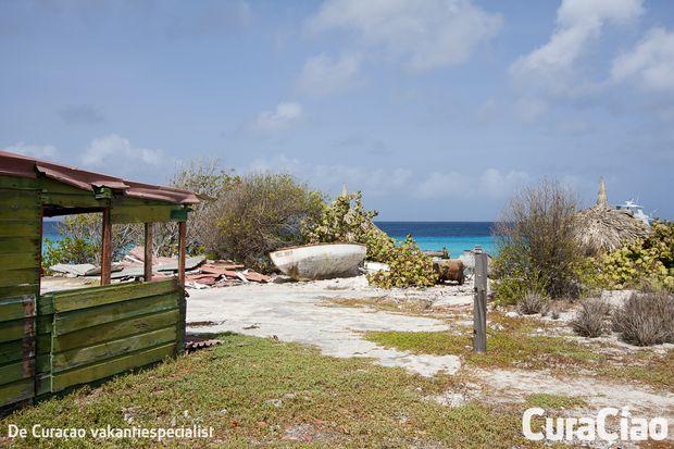 Bij een bezoek aan Curaçao mag een dagje Klein Curaçao zeker niet ontbreken. Klein Curaçao is een klein onbewoond eiland dat op een aantal kilometers van Curaçao verwijderd ligt.