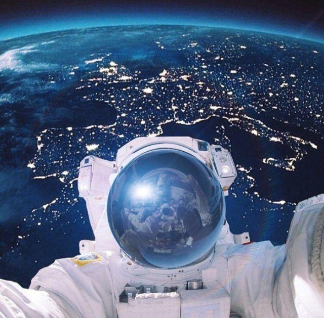 Il più imponente e creativo selfie! Sfondo: l'Europa.