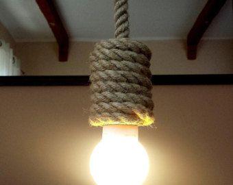 Jute Kraken plafondlamp / muur licht gemaakt van zeilen touw, 35cm (~ 14), industriële verlichting, verlichting, marine stijl, korte lamp loft. -------------------------------------------------------------------------------------------------------------------------------------- Jute Basic serie omvat een handwerk en originele stijl met ruwe jute touw. Jute Basic was gemaakt van 14 mm (0,55-inch) dik jute lijn. Alle koorden zijn geweven in het touw. Dit licht heeft een lamp socket E27. Onze…