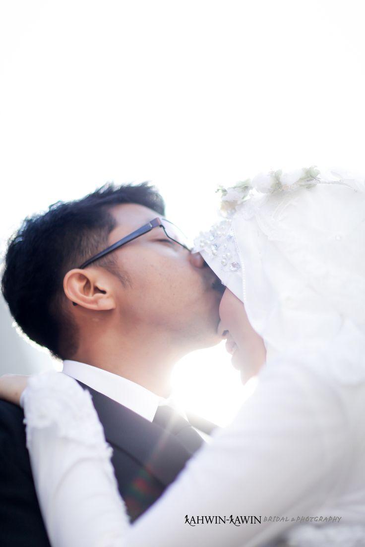 #kahwinkawinbridal #bridal #bride #sgbrides #makeup #mua #hairstyles #hairstyling #hairdo #photoshoot #photography #prewedding #outdoorshoot #ido #wedding #onceinalifetime #exclusive #fairytale #pengantin #moment #love #melayu #malay #weddingcard #weddingring #ring #memories #hijab #muslim #weddingday #vintage