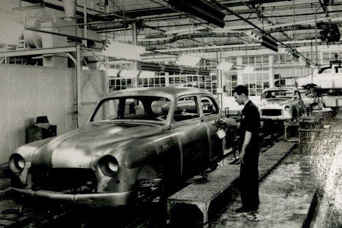 La Seat 1400: un modello quattro porte lanciato in Spagna e prodotto tra il 1953 e il 1963. Fu la prima vettura con il marchio Seat a uscire nell'allora nuovo n stabilimento di Barcellona, il 13 novembre del 1953.