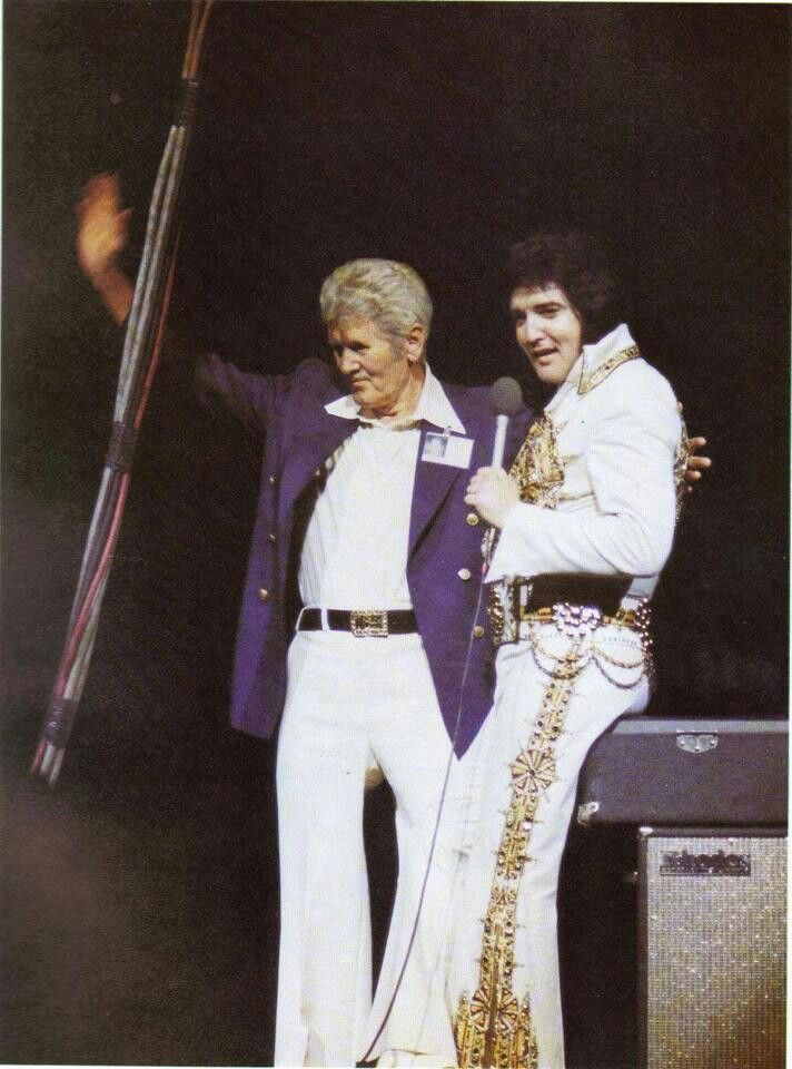 Vernon and Elvis Presley the last concert June 1977 :( he died a few days before the nxt concert :(