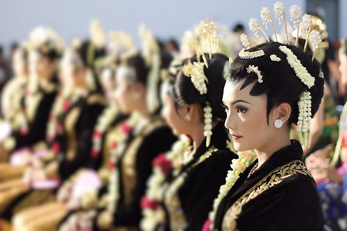 Javanese Girls, make up for traditional wedding in central java