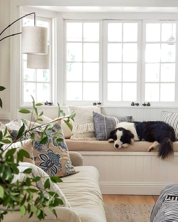 Neutral Decor In Traditional Home With Bay Window Seat Vj