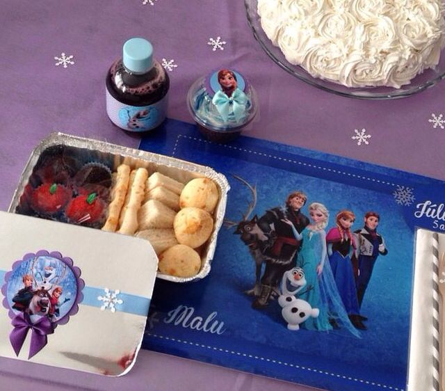 Kit festa escolar personalizado com tema Frozen - www.clakeka.blogspot.com