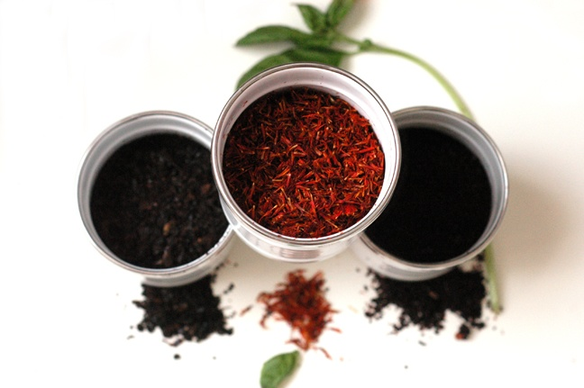 Spices from Istanbul's Spice Bazaar - Black Pepper, Turkish Saffron, Sumac #Turkey #spice #bazaar #Istanbul #spices #food #fresh #aroma  http://www.traveldesignery.com/2011/03/spicey-dicey-crazy-spice-bazaar.html