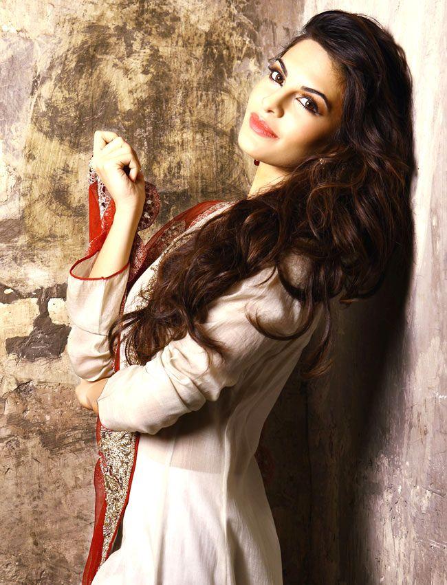 Jacqueline-Fernandez-salwar
