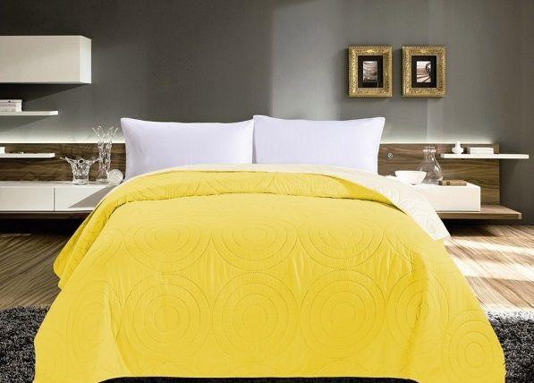 Oboustranné přehozy na postel žluté barvy