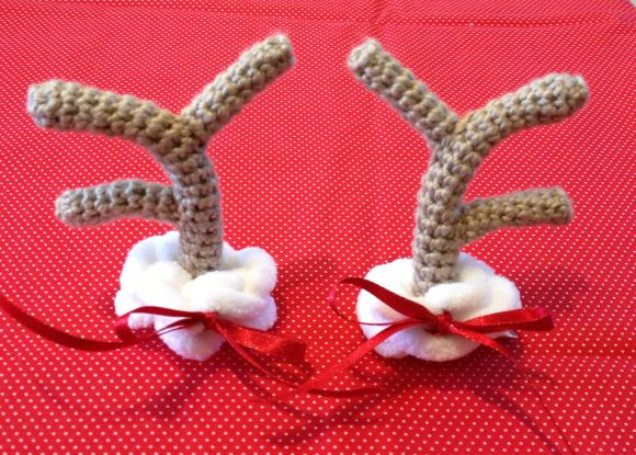 Knitting Pattern For Reindeer Antlers : Crochet antlers Crochet Pinterest Reindeer, Free pattern and Reindeer a...