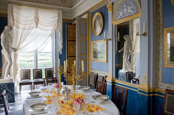 loveisspeed.......: Decorator Jacques Garcia bought an apartment in a house on the Rue de Rivoli, built Percier and Fontaine, personal architect of the Emperor Napoleon. This predetermined style - of course, Empire!